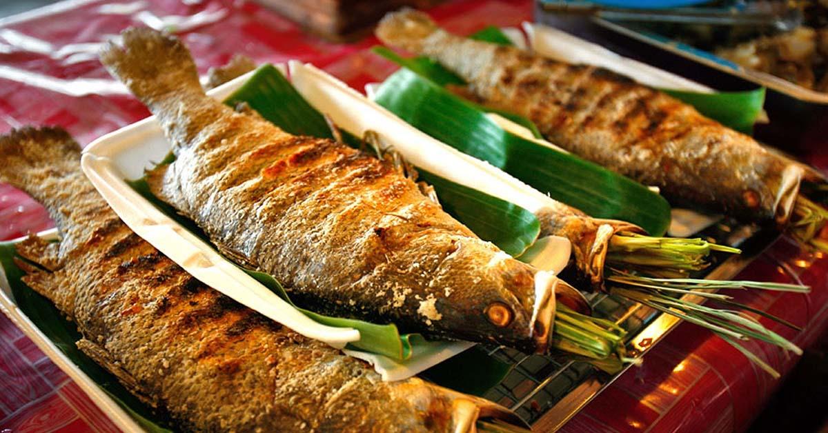 Ngoài món cá suối nứng, người dân địa phương còn mê món ruột cá suối chưng. Họ xem đó là đặc sản và là vị thuốc dân gian giúp đàn ông khỏe mạnh, phụ nữ trẻ trung